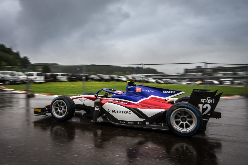 Due to the constant Styrian rain and the delayed qualifications race of Formula 1, the F2 pilots had to start on a wet track.
